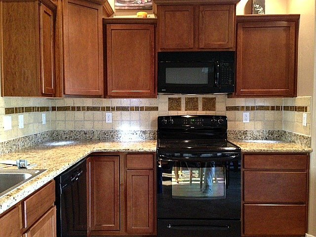 Boise Kitchen Featuring Fire Creek Field Tiles And Fire Creek Accent Celtic  Tiles In Turkish Amber